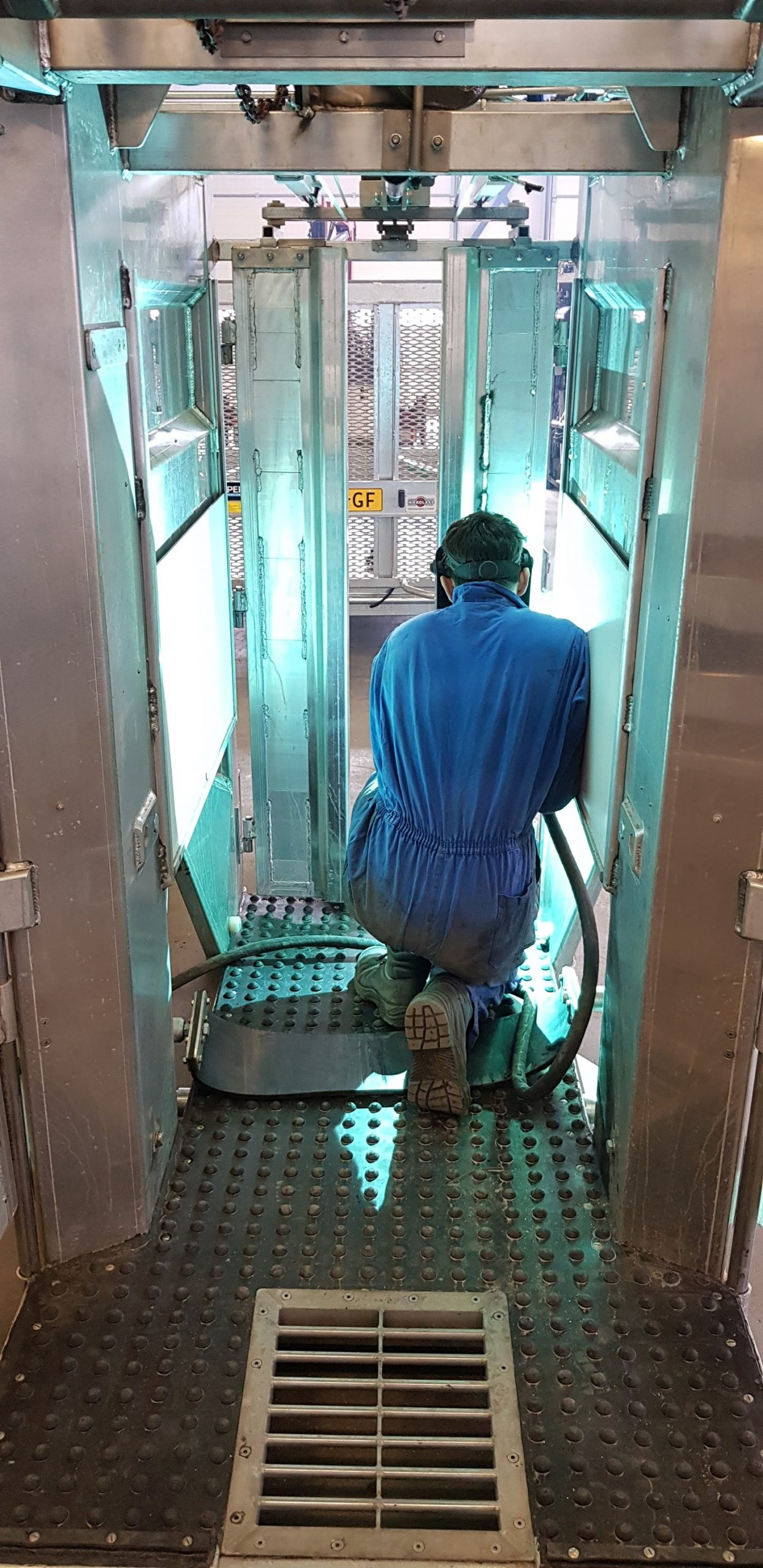 alu-Hooftrimmer-CC02-hydraulic-hoof-trimming-chute