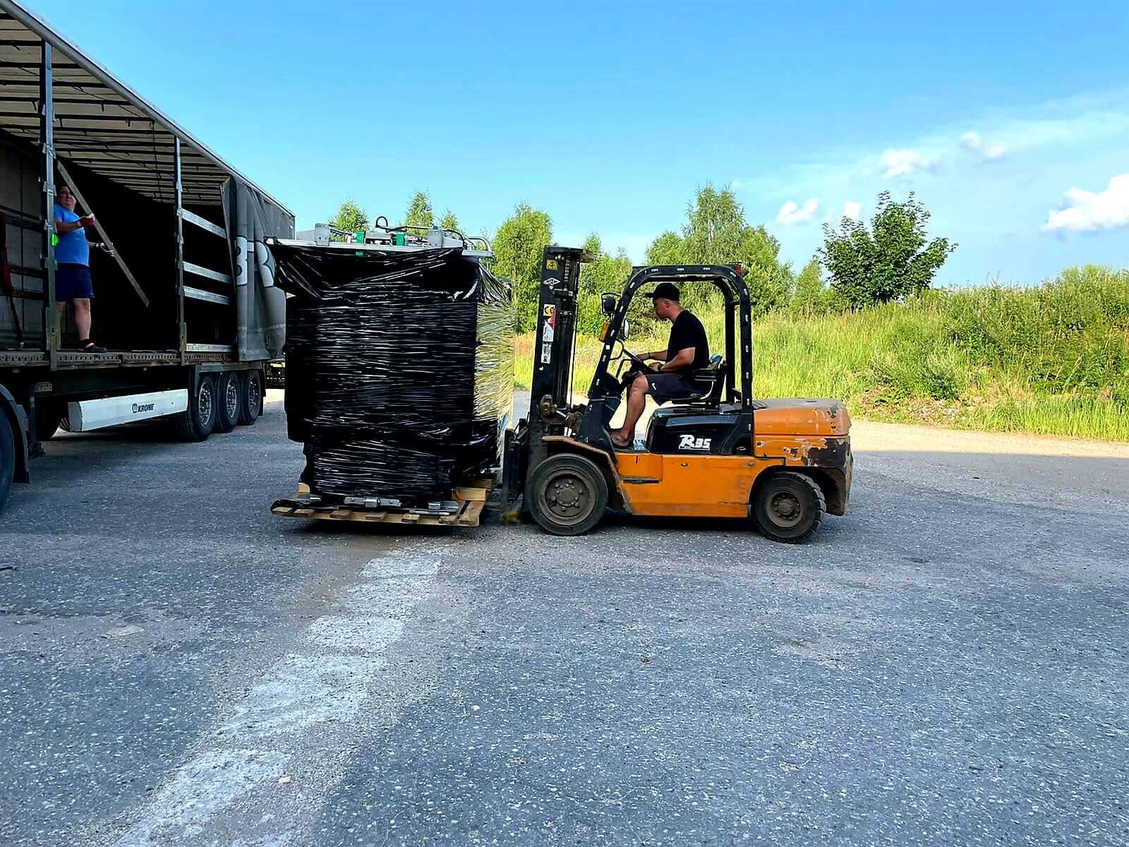 cowcare-truck-cargo-hoof-triming-chute-delivered-2