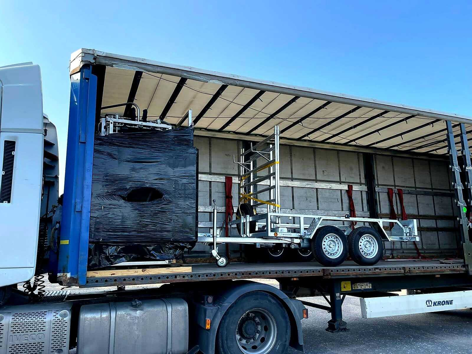 cowcare-truck-cargo-hoof-triming-chute-delivered